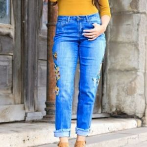 PLUS SIZE - Embroidere Boyfriend Jeans